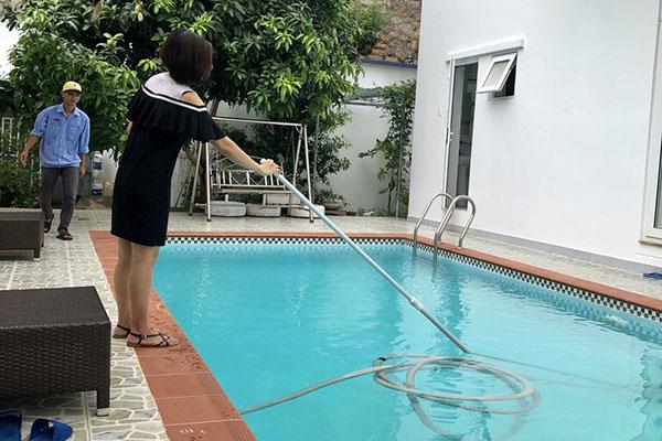 Cách xử lý nước hồ bơi bị rêu